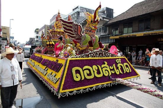 Doi Saket flower float_550.jpg